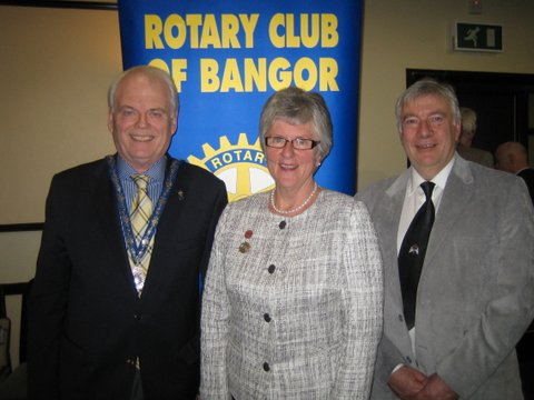 President Robin Mussen and President Elect Ian Wilson welcome Dr Smyth to the Club's weekly meeting.